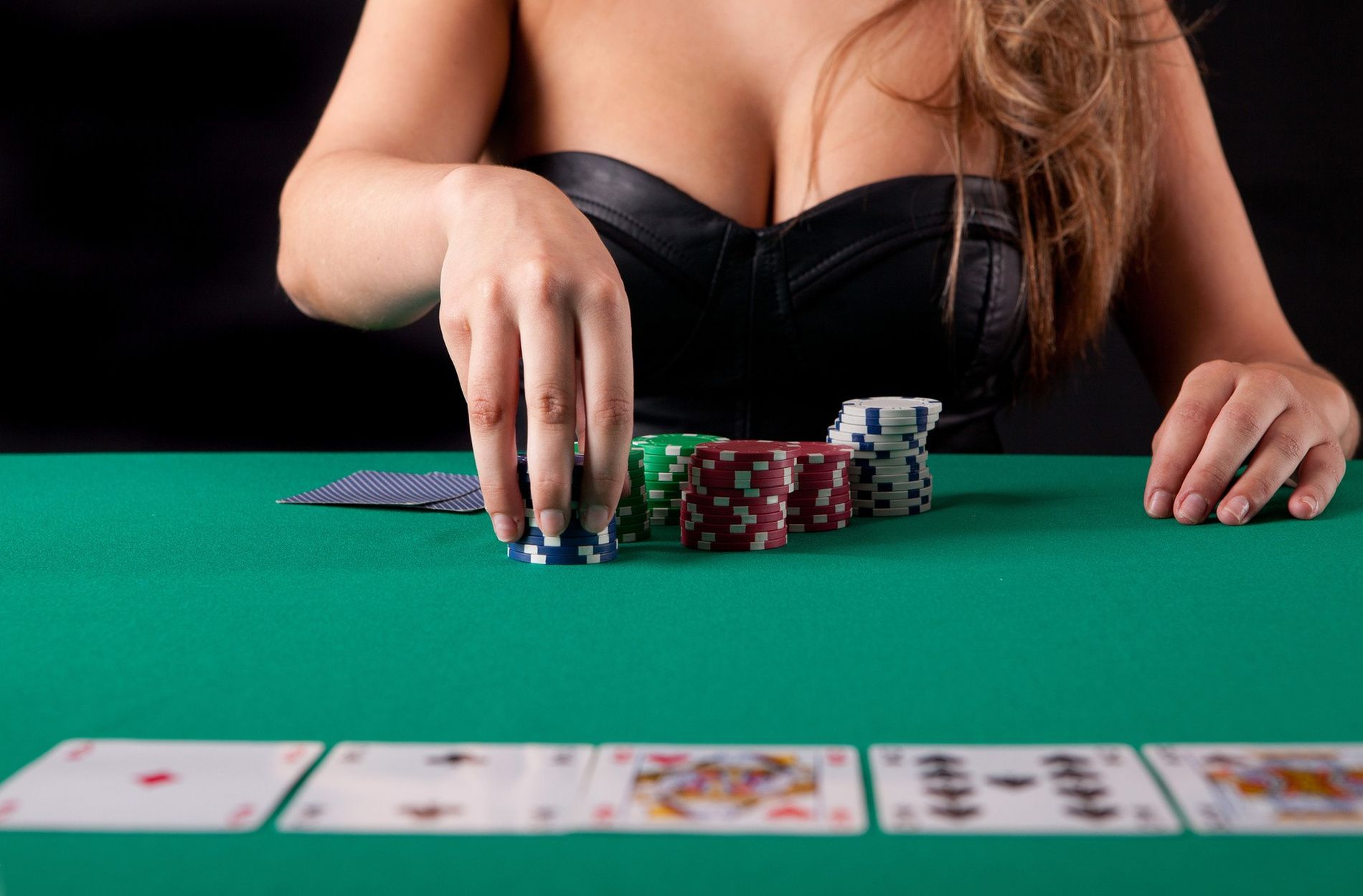 Five Tricks To Reinvent Your Online Casino And Win